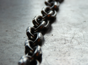 2018-05-12 15_45_15-Chain link photo by Kaley Dykstra (@kaleyloved) on Unsplash