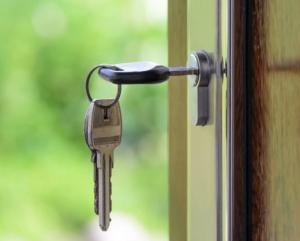 2017-02-12 19_26_00-Black Handled Key on Key Hole · Free Stock Photo