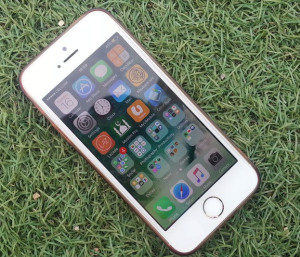 2017-08-27 13_00_13-Silver Iphone on a Green Grass · Free Stock Photo
