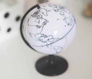 2018-01-21 18_25_32-White globe on a desk · Free Stock Photo