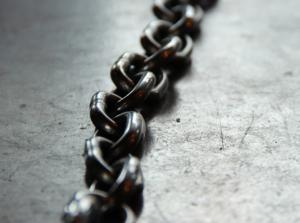 2018-05-12 15_45_15-Chain link photo by Kaley Dykstra (@kaleyloved) on Unsplash